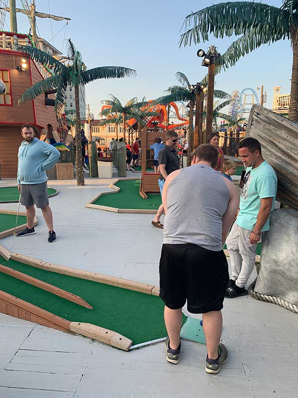playing mini golf in ocean city